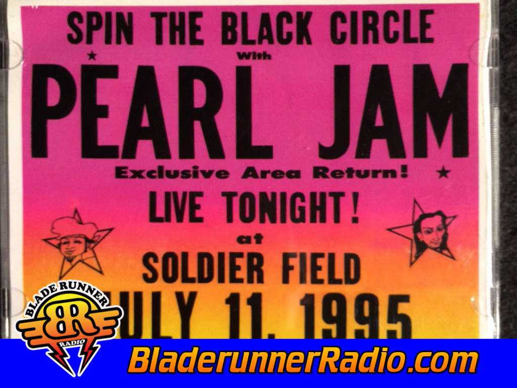 Pearl Jam - Spin The Black Circle (image 3)