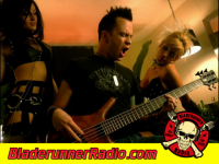 Hinder - use me - pic 9 small