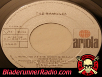 Ramones - howling at the moon - pic 6 small